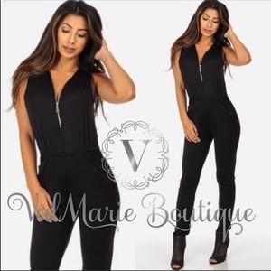 📍ONLY 2 LEFT!!! Black zip up pocket jumpsuit